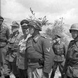 385px-Bundesarchiv_Bild_101I-580-1983-19A,_Italien,_Truppeninspektion_durch_Albert_Kesselring