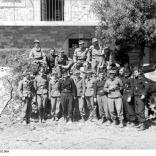 Italien, Soldaten vor Sturmgeschütz III posierend