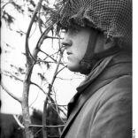 Bundesarchiv Bild 101I-578-1932-13A, Bei Monte Cassino, Fallschirmjäger auf Beobachtung