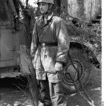 Bundesarchiv Bild 101I-578-1934-18, Italien, bei Monte Cassino, Fallschirmjäger-Feldwebel