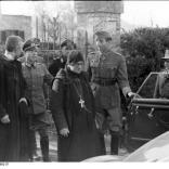 Italien, italienische Geistliche, deutsche Soldaten