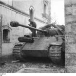 Italien, Panzer V (Panther) in Ortschaft