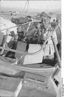 399px-Bundesarchiv_Bild_101I-785-0255-06,_Nordafrika,_Rommel_im_Befehlsfahrzeug_-Greif-