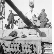 397px-Bundesarchiv_Bild_101I-022-2922-25,_Russland,_Reparatur_Panzer_VI_-Tiger_I-