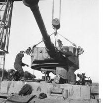 398px-Bundesarchiv_Bild_101I-022-2922-28,_Russland,_Reparatur_Panzer_VI_-Tiger_I-