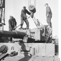402px-Bundesarchiv_Bild_101I-022-2922-22,_Russland,_Reparatur_Panzer_VI_-Tiger_I-
