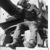 402px-Bundesarchiv_Bild_101I-022-2922-29,_Russland,_Reparatur_Panzer_VI_-Tiger_I-