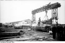 Russland, Reparatur eines Panzers VI (Tiger I)
