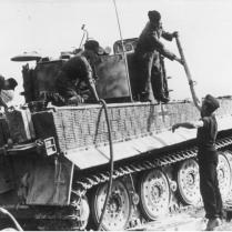 Im Osten, Panzer VI (Tiger I), Auftanken