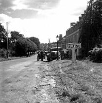 220px-Canadian_soldiers_at_Falaise_town_entrance