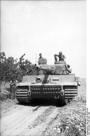 399px-Bundesarchiv_Bild_101I-787-0510-10A,_Tunesien,_Panzer_VI_(Tiger_I)