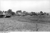 Italien, deutsche Panzer an Feldrand