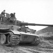 Bundesarchiv_Bild_101I-554-0872-35,_Tunesien,_Panzer_VI_(Tiger_I)