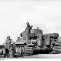Tunesien, Panzer VI (Tiger I) und Krad