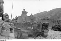 Nordafrika, Panzer VI (Tiger I) und Schützenpanzer