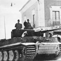 Bundesarchiv_Bild_183-J14953,_Sizilien,_Panzer_VI_(Tiger_I)
