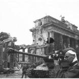 brandenburg-gate-berlin-falls-second-world-war-ww12-incredible-im