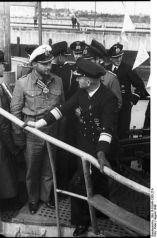 394px-Bundesarchiv_Bild_101II-MN-1365-27A,_Lemp_und_Dönitz_im_Gespräch