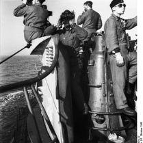 398px-Bundesarchiv_Bild_101II-MW-3676-27,_St._Nazaire,_Uboot_U_552,_Besatzung