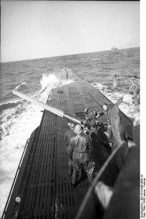 399px-Bundesarchiv_Bild_101II-MW-4006-19,_U-Boot_U-123_in_See