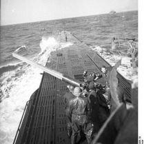 399px-Bundesarchiv_Bild_101II-MW-4006-19,_U-Boot_U-123_in_See