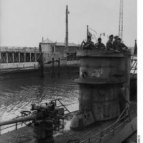 399px-Bundesarchiv_Bild_101II-MW-6434-13,_St._Nazaire,_U-Boot_einlaufend