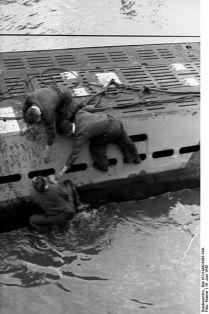 399px-Bundesarchiv_Bild_101II-MW-6435-34A,_St._Nazaire,_U-455_einlaufend
