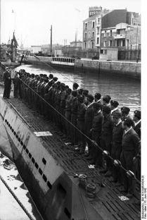 401px-Bundesarchiv_Bild_101II-MW-6434-28,_St._Nazaire,_U-Boot_einlaufend
