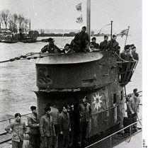 414px-Bundesarchiv_Bild_146-1981-010-31,_Einlaufen_eines_U-Bootes