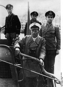 432px-Bundesarchiv_Bild_Bild_183-L15633,_Norwegen,_Einlaufen_eines_U-Bootes