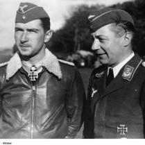 "Major Mölders mit seinem ""z.b.V."" Hauptmann [Arthur] Laumann PK-Dreesen Scherl Bilderdienst 8813-40 ""Fr"" OLF"
